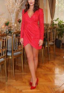 Çatı Katı Aşk Ayşe kırmızı elbisesi