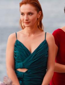 Sen Çal Kapımı Prıl turkuaz elbisesi