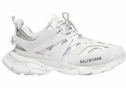 Demet Özdemir beyaz spor ayakkabı