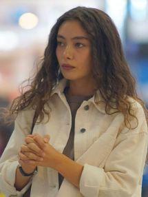 Sefirin Kızı Nare beyaz ceket