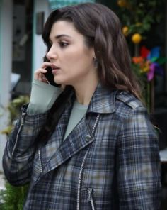 Hande Erçel gri ceket
