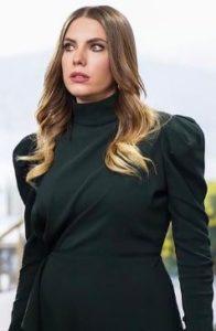 Eda Ece siyah elbise