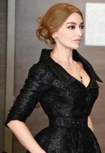 Mucize Doktor Vuslat siyah elbise